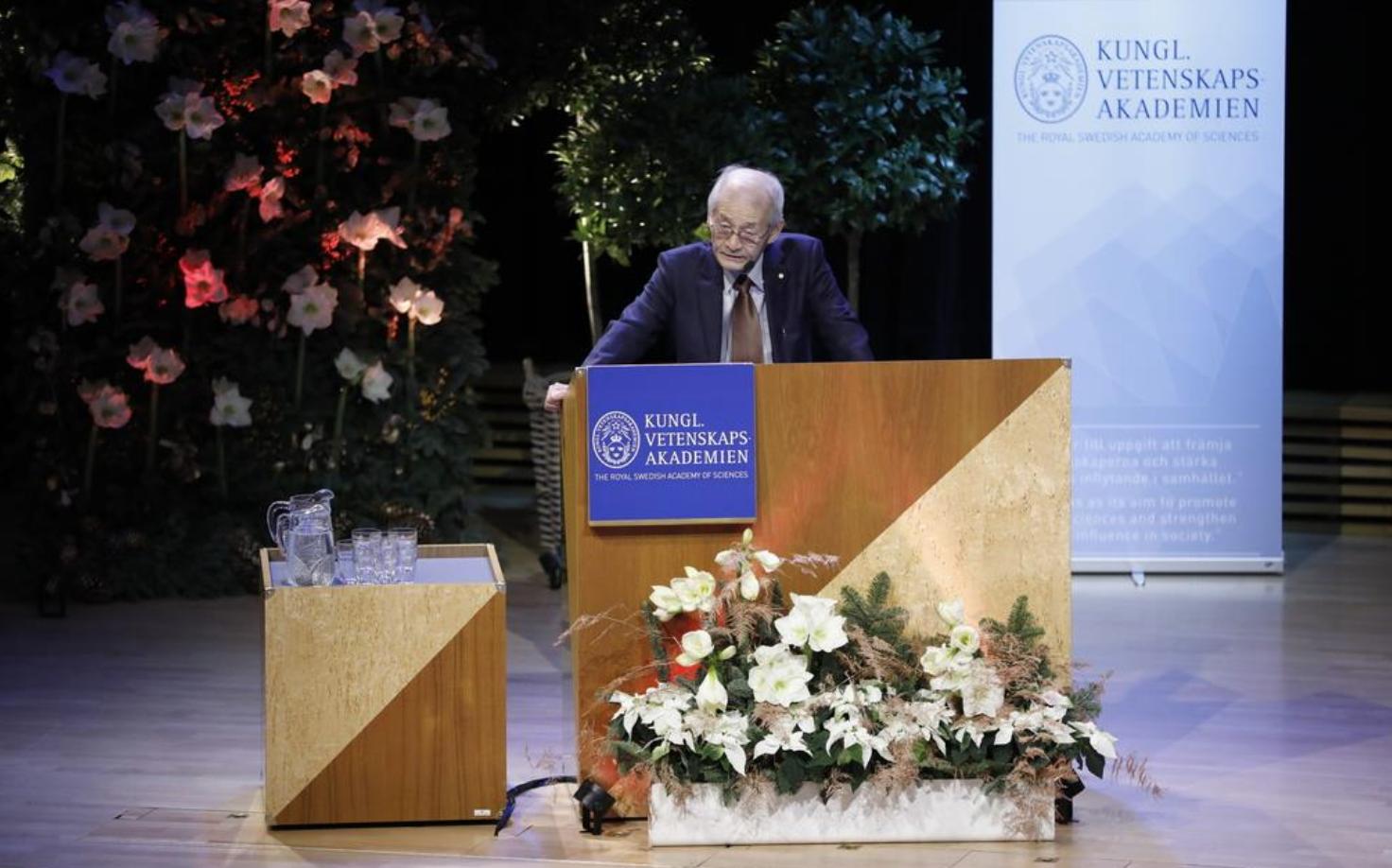 8日在斯德哥爾摩做記念講演吉野彰(AP)